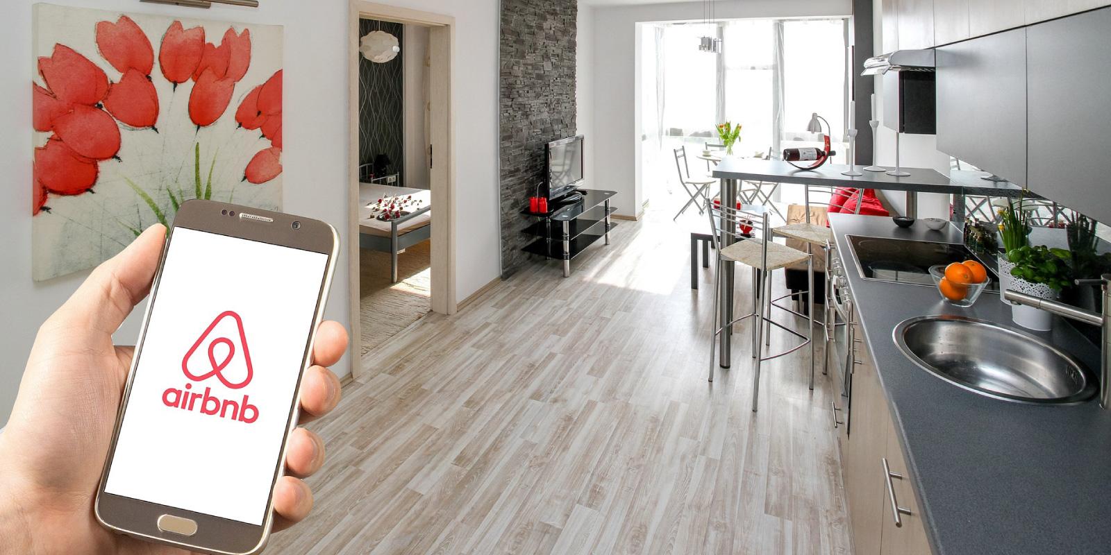 Airbnb: Σήμερα ενεργοποιείται η πλατφόρμα από την ΑΑΔΕ – Πρόστιμο 5.000 ευρώ στους παραβάτες